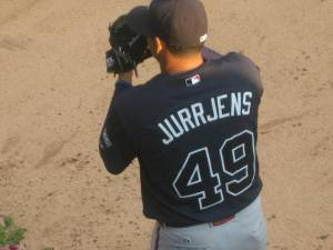 Jurrjens warming up in the 'pen